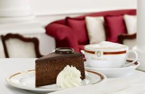 Original Sacher-Torte serviert NEU